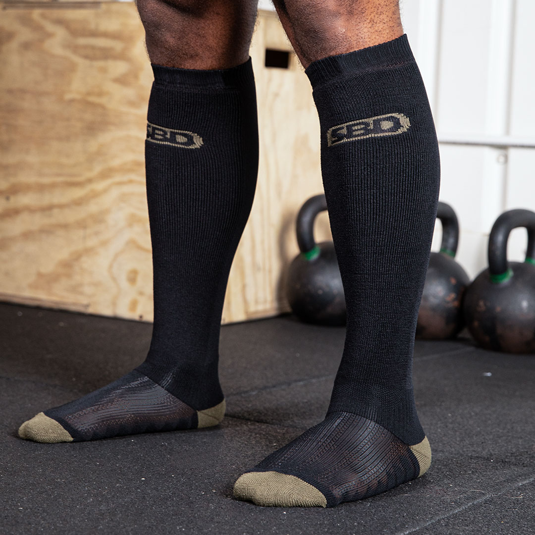 DEADLIFT-SOCKS-BLACK-01