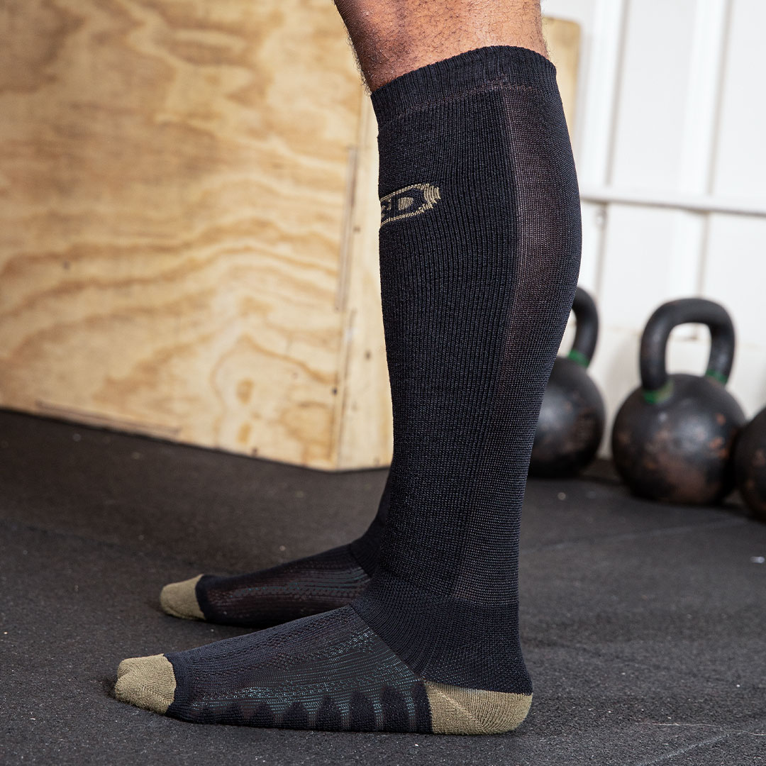 DEADLIFT-SOCKS-BLACK-02